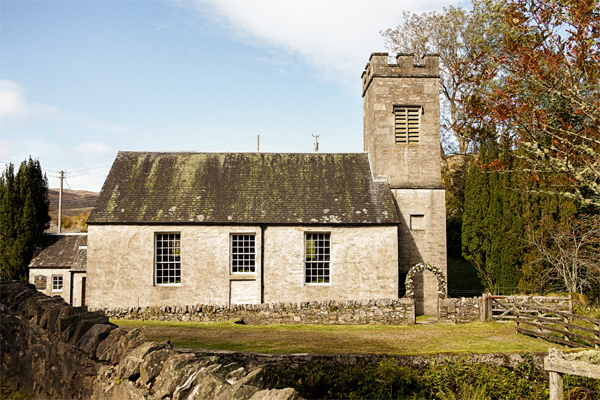small church in scotland before wedding