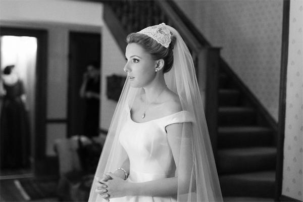 bride lookng in the mirror