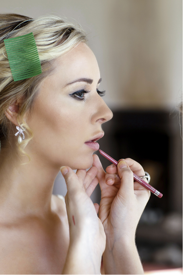 bride having her make-up done fotogenic of scotland