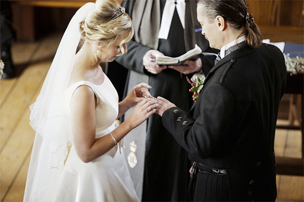 exchanging of the rings during scottish wedding