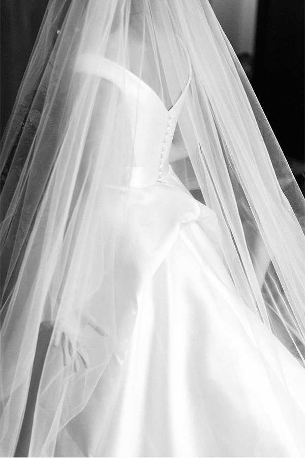 wedding photos glasgow bride with her veil down