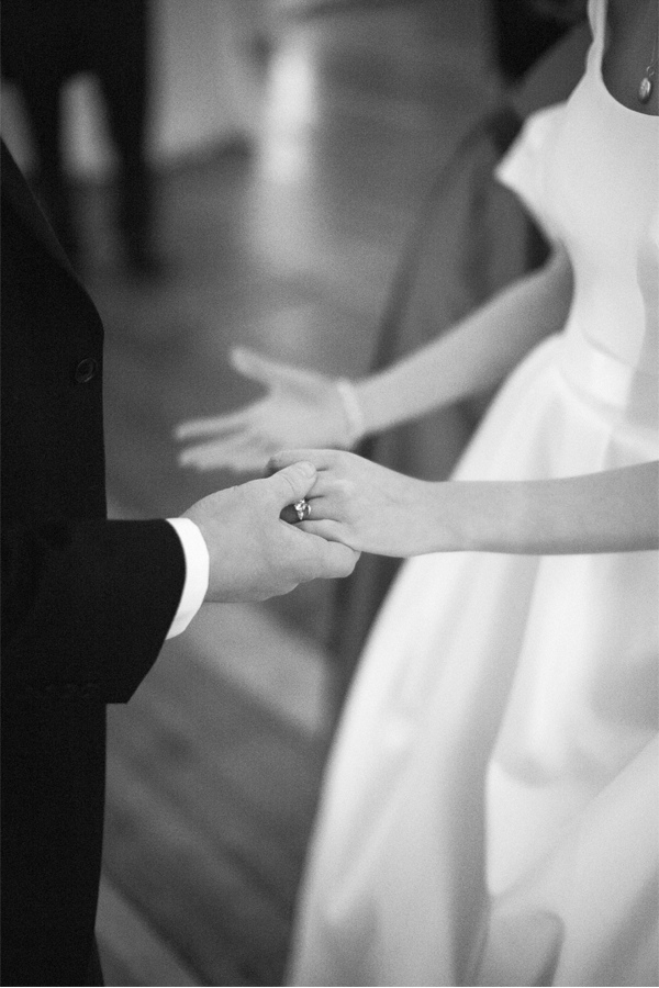 newlyweds starting their first dance