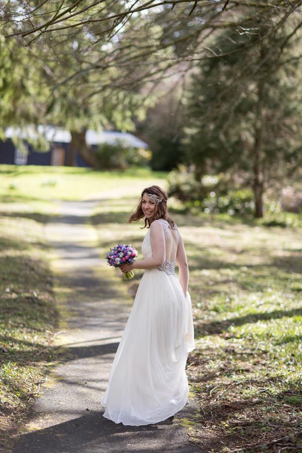 bride walking away fotogenic of scotland