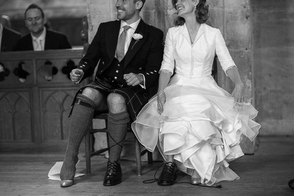 funny, bride and groom trying on their shoes fotogenic of scotland