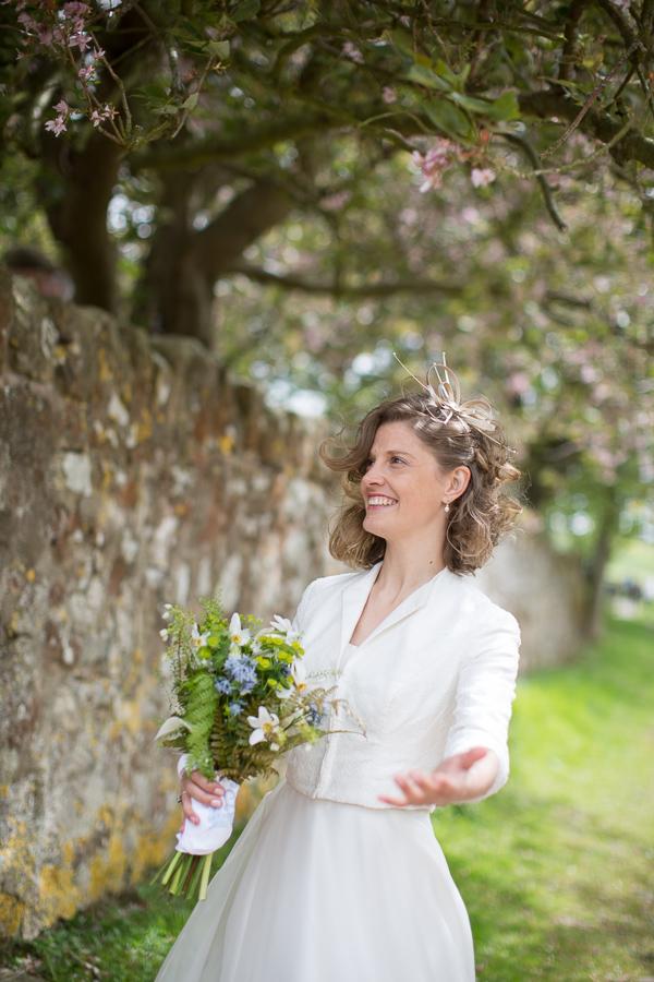 bride inviting guests fotogenic of scotland
