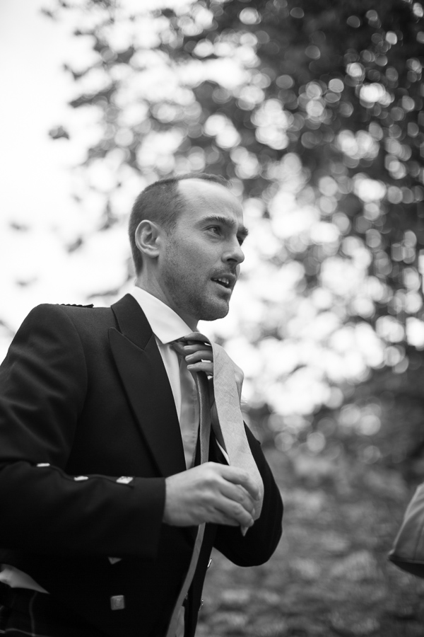 groom fixing his tie fotogenic of scotland
