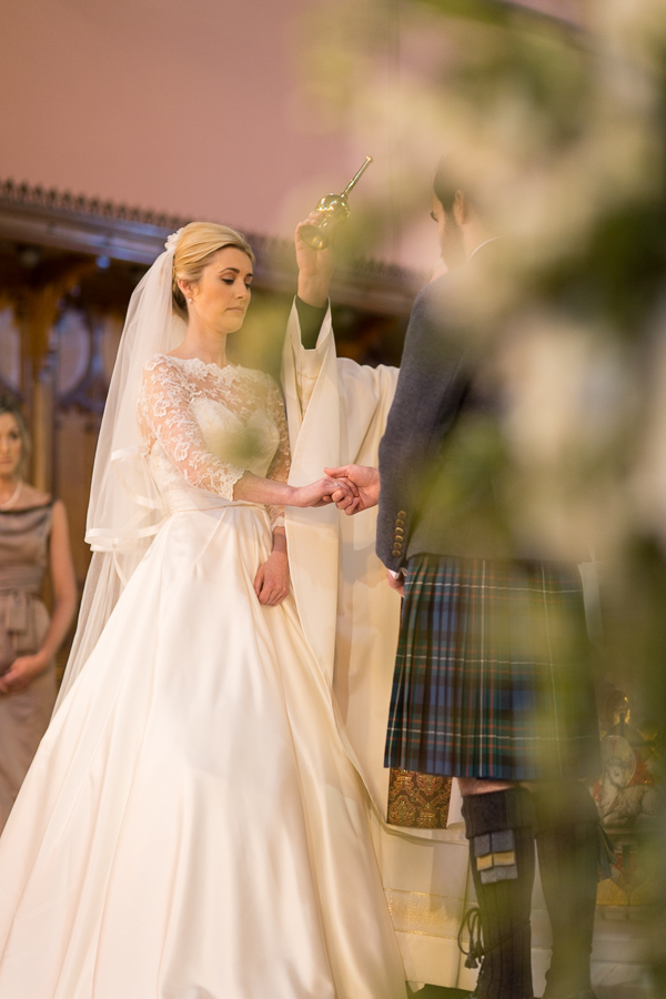 bride and groom holding hands fotogenic of scotland