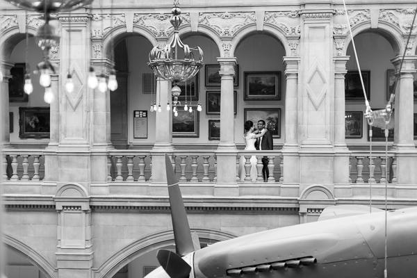 wedding photos glasgow kelvingrove museum