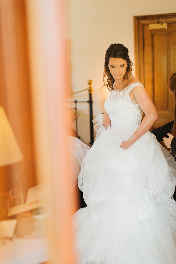 bride during preparations fotogenic of scotland