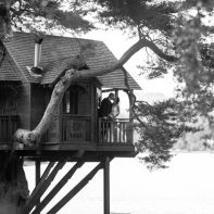 married couple in a tree house over loch goil lodge