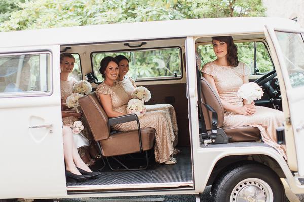 bridesmaids arriving aht the church in bearsden scotland