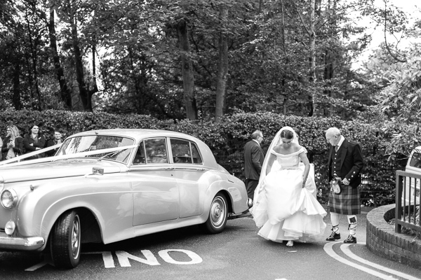 bride and her dad arrived at the bearsden church scotland