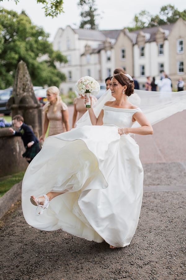 wedding photographer glasow bride funny photo