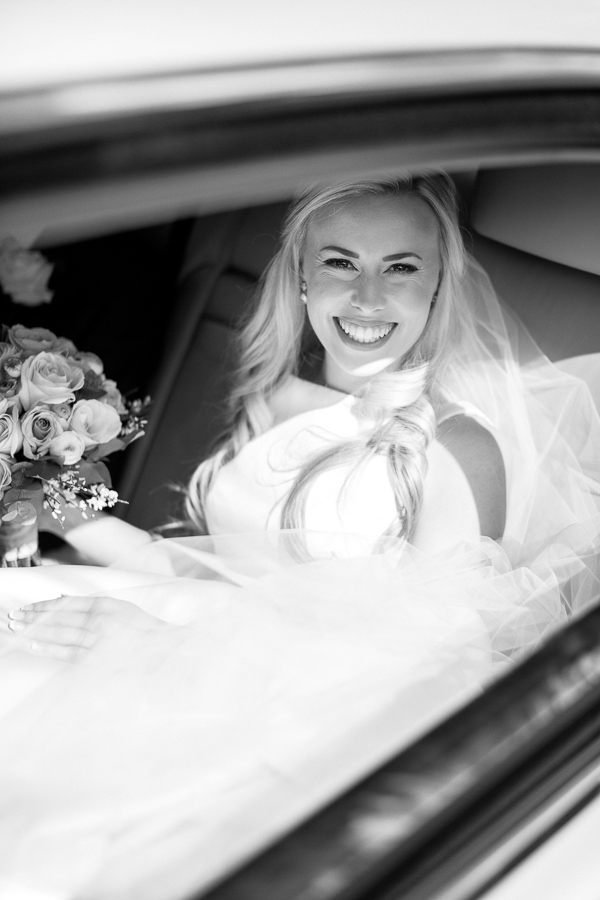 scottish bride arriving at the church
