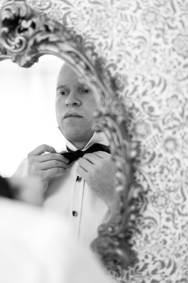 groom putting his bowtie