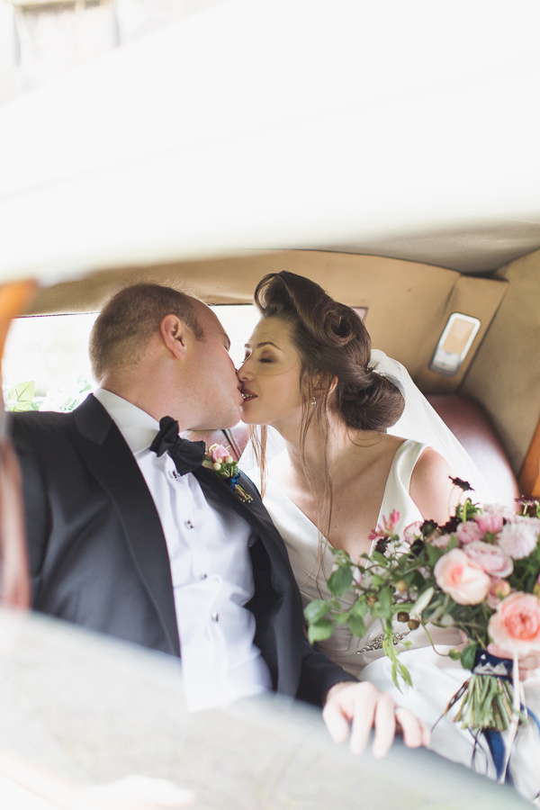 wedding photographer glasgow bride and groom kissing in a wedding car