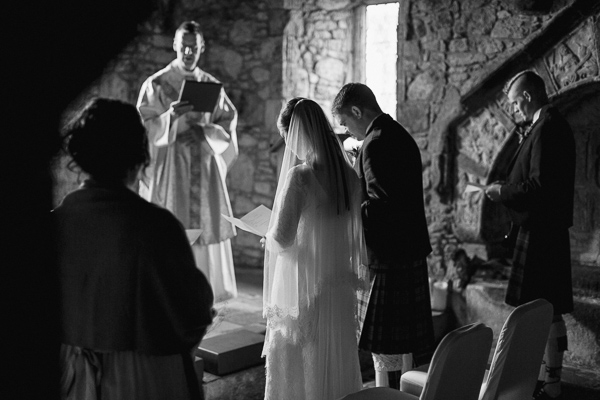 isle of harris wedding photos bridal party praying at the church