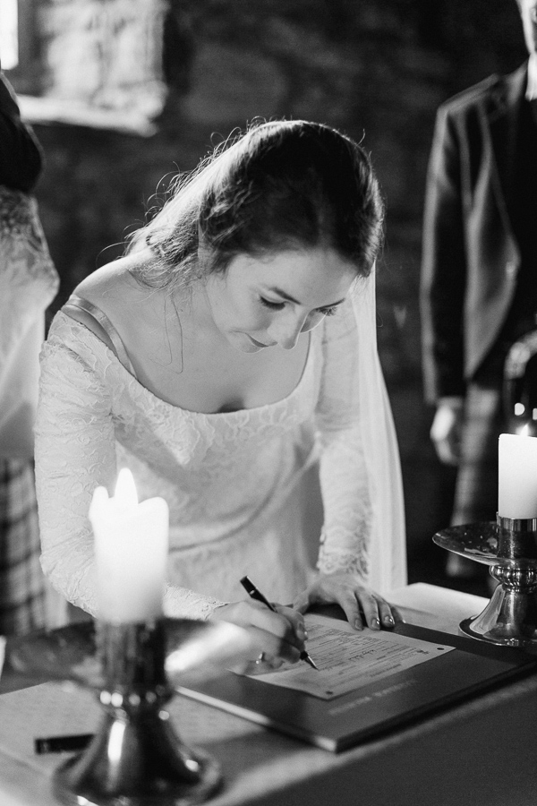 bride signing the marriage certificate