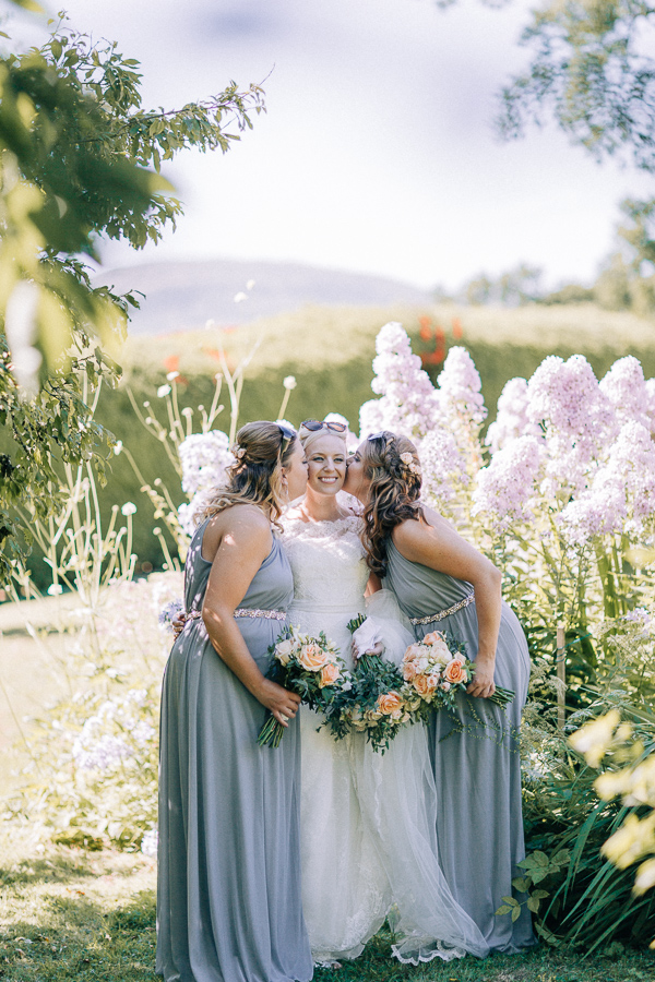 bride and her bridesmaids loch lomond