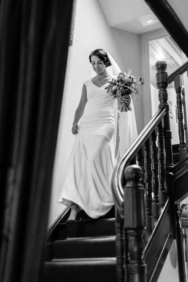 bride is walking down the stairs the lodge on loch goil fotogenic of scotland