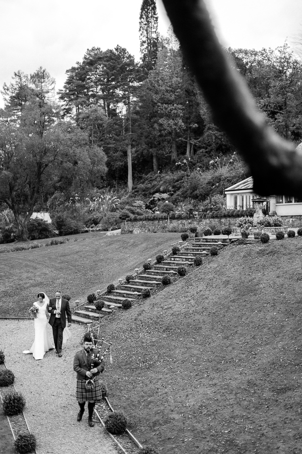 piper is leading the way for the wedding ceremony at the lodge on loch goil fotogenic of scotland