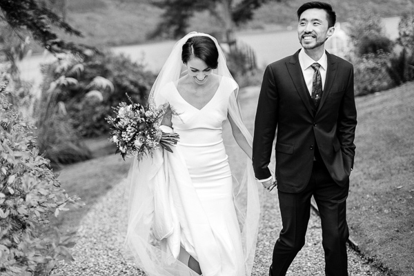 bride and groom laughing fotogenic of scotland