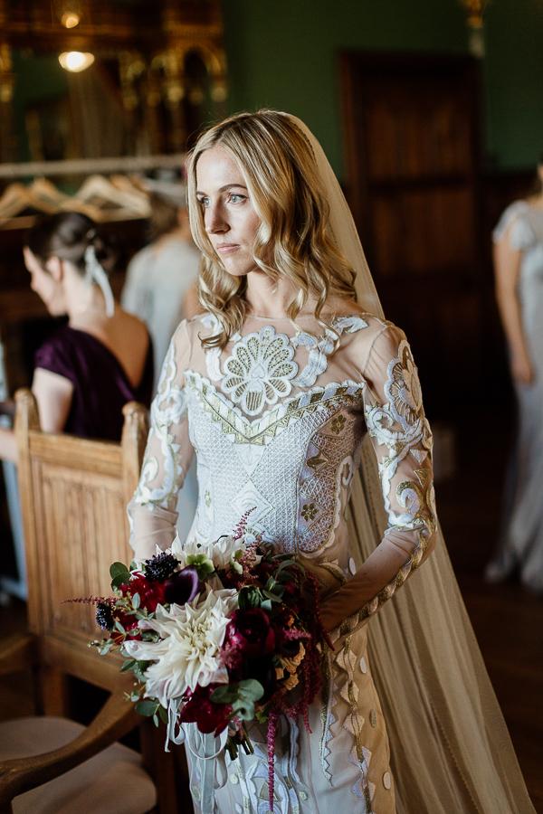 bride portriat waiting for wedding mount stuart