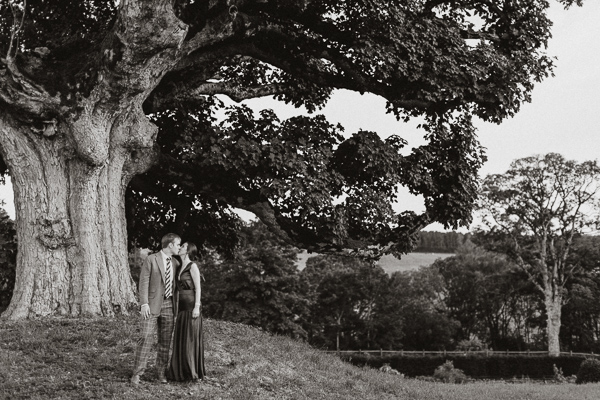 caouple kissing at dumfries house garden