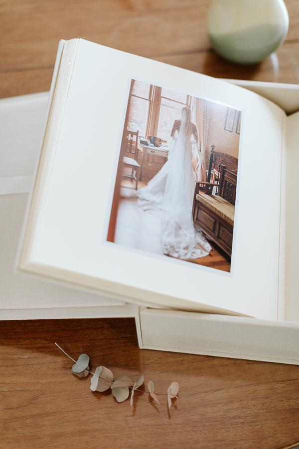 Wedding Photographer Glasgow Albums 10